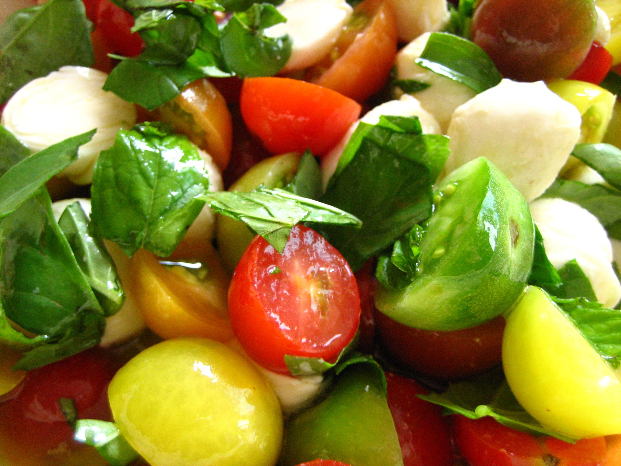 Quick Caprese : Cherry Tomato Basil Ciliegine Mozzarella Salad