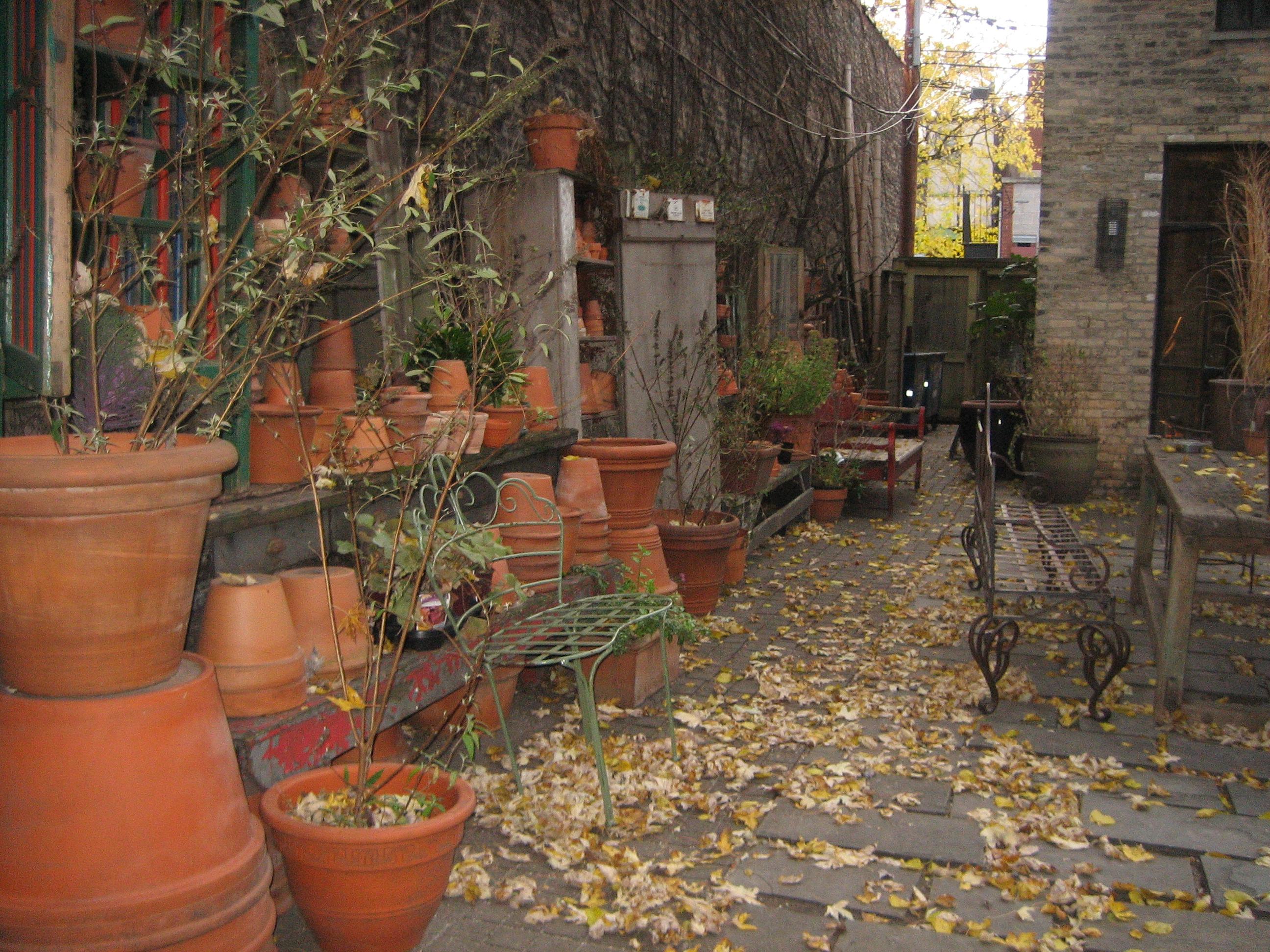 25 Seriously Jaw Dropping Urban Gardens   Townhouse garden ...   Nursery Courtyard